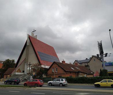 Panele słoneczne na dachu jednej z olsztyńskich parafii  mają uniezależnić kościół energetycznie