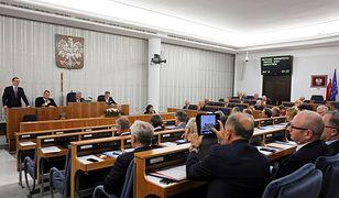 Podjęto decyzję o ograniczeniu wystąpień senatorów do 5 min, a później zakończeniu dyskusji