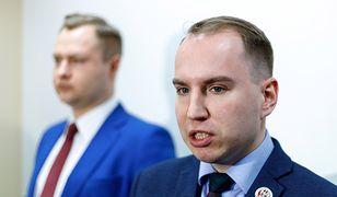Adam Andruszkiewicz tłumaczy, dlaczego nie oświadczył się w Polsce