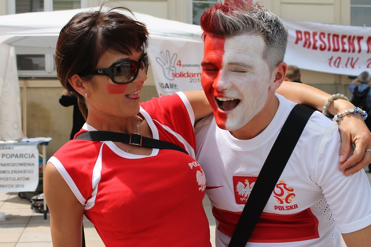 Pierwszy dzień Euro: szaleństwo na ulicach Warszawy