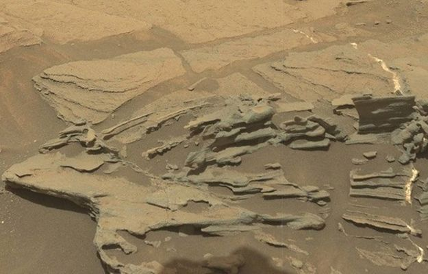 """Internauci odkryli """"lewitującą łyżkę"""" na Marsie"""