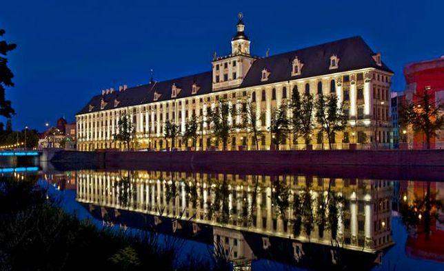 Uniwersytet Wrocławski stawia na e-podręczniki. Do 18 grudnia przygotują cztery brakujące