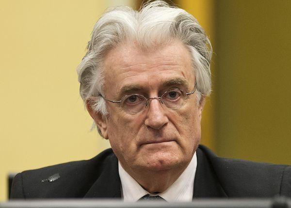 Skazany za zbrodnie wojenne Karadżić o Srebrenicy: dzieło szaleńca