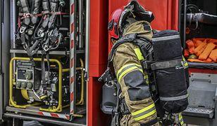 Lębork. Materac zapalił się od niedopałka. 19 osób ewakuowanych