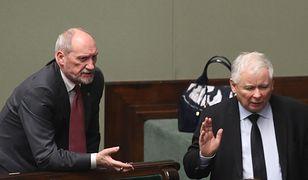 Nie da się wbić klina między Kaczyńskiego a Macierewicza? Polityk PiS studzi emocje
