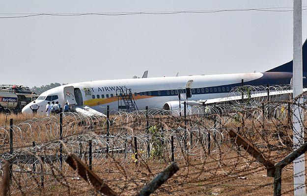 Samolot linii Jet Airways wypadł z pasa podczas próby startu. Rannych zostało 15 osób