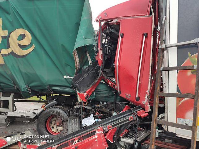 Wypadek na DK50. Zderzenie dwóch ciężarówek w Człekówce