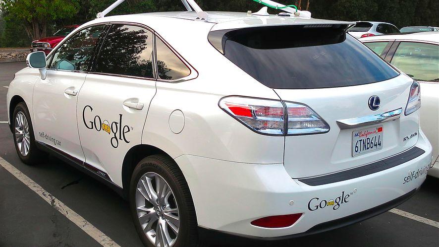 """Autonomiczne auto Google'a miało pierwszy """"poważny wypadek"""". Winny jest człowiek"""