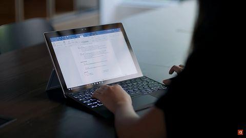 LinkedIn i Word integrują się, by pomóc w pisaniu CV