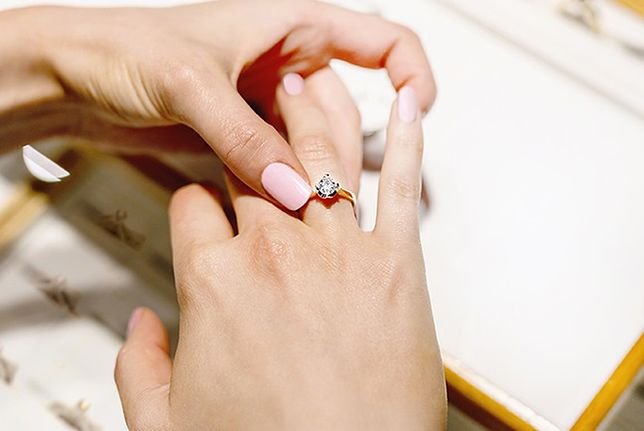 Dlaczego warto kupić pierścionek zaręczynowy w sklepie online?