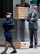 W londyńskim City ostre cięcia kadrowe