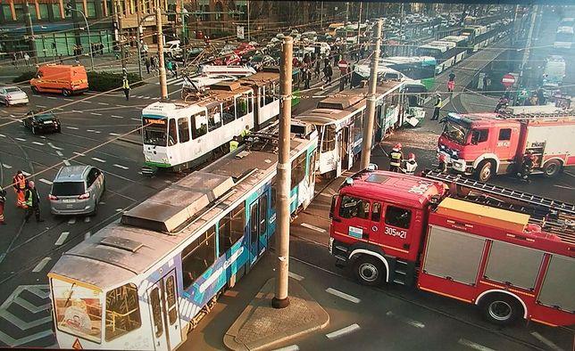 Szczecin. Groźny wypadek tramwaju i autobusu w centrum miasta