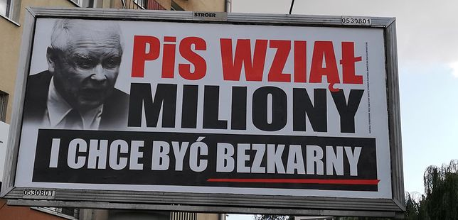 Billboard sfinansowany przez Platformę i Nowoczesną