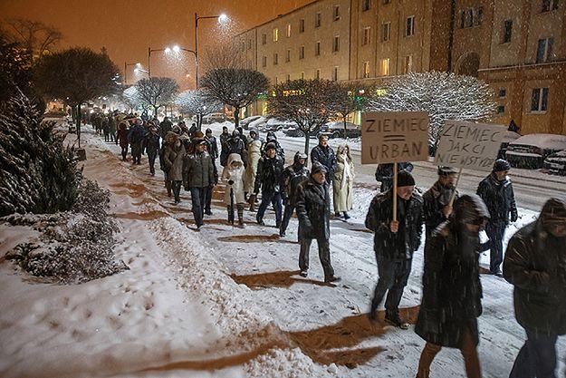 """Protest w Świdniku przeciw manipulacjom w TVP. To pierwsze """"spacery świdnickie"""" od 35 lat"""