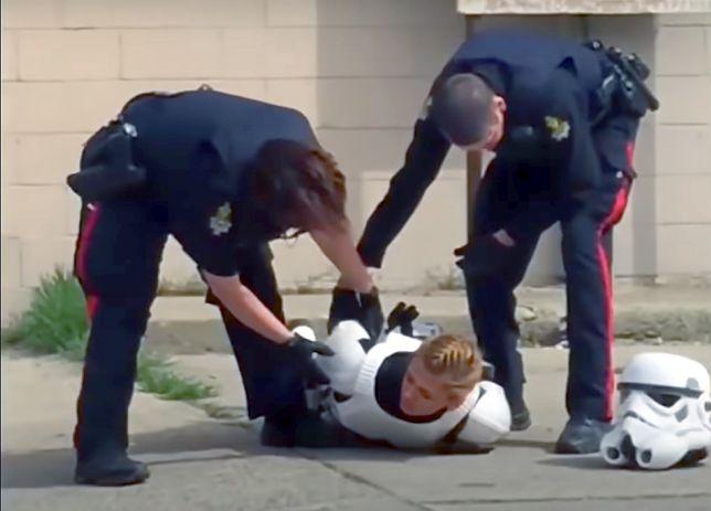 Kanadyjska policja pokonała żołnierza galaktycznego Imperium. Chwała bohaterom!