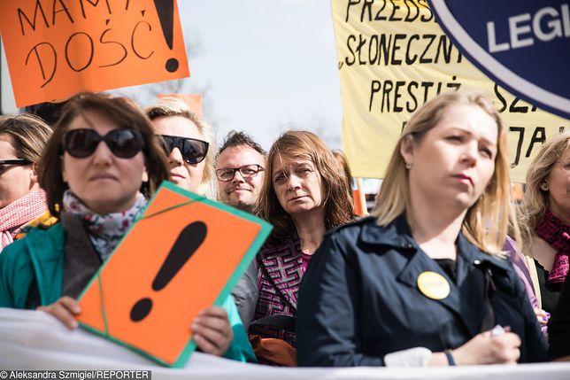 Strajk nauczycieli zawieszony. Nie wygrał nikt. ZNP skapitulowało.