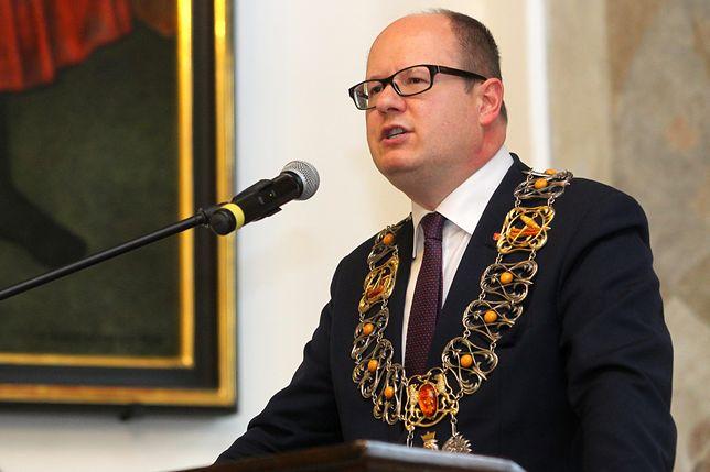 Śp. Paweł Adamowicz. Prezydnet Gdańska został zaatakowany przez nożownika 13 stycznia 2019 roku podczas gdańskiego finału WOŚP. Zmarł następnego dnia.
