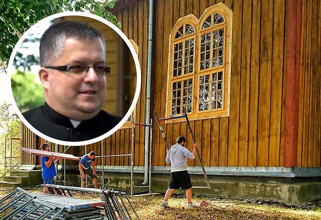 Ksiądz z Gnojna zbiera pieniądze na remont kościoła. Nie czeka aż manna spadnie mu z nieba. Robił lody, będzie dziergał skarpety.