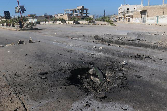 Krater po ataku chemicznym w Idlib