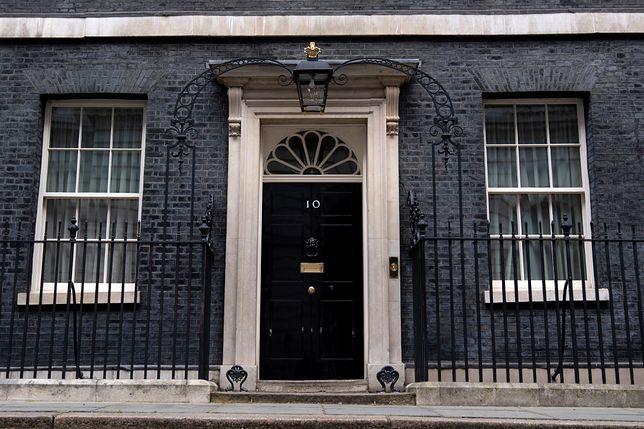 Koronawirus. Wielka Brytania wciąż bez premiera. Boris Johnson rozpoczyna leczenie.