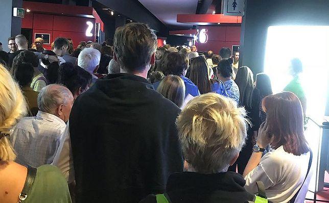 """Festiwal w Gdyni dawno nie widział takich tłumów. Na zdj. kolejka do jednej z sal wyświetlających """"Kler"""" Wojciecha Smarzowskiego"""
