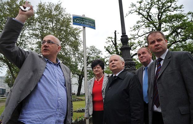 Wizyta prezesa PiS Jarosława Kaczyńskiego na skwerze im. Prezydenta Lecha Kaczyńskiego w Szczecinie w maju 2014 r.