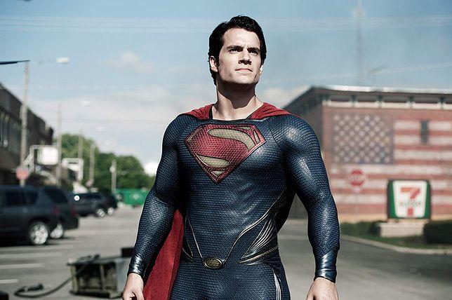 """Henry Cavill zadebiutował jako Superman w """"Człowieku ze stali"""" w 2013 r."""