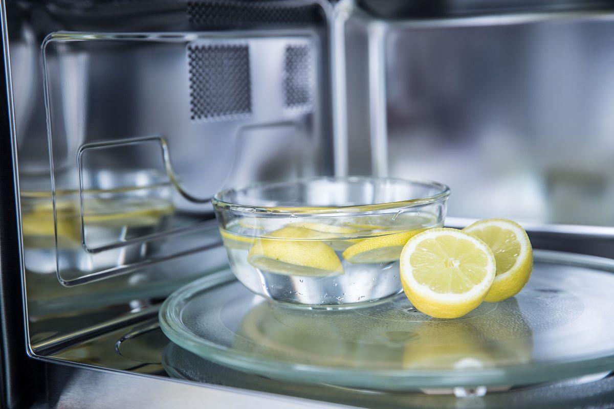 Sposoby na czyszczenie piekarnika są proste - środki znajdziesz w domu