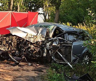 Wałbrzych. Śmiertelny wypadek na drodze. Kierowca uderzył w drzewo