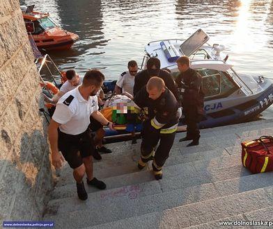 Wrocław. Policjanci uratowali tonącą kobietę. Topiła się w Odrze