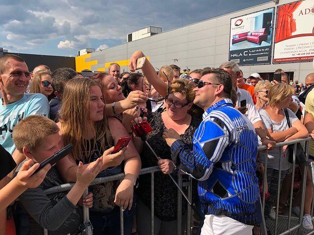 """""""Jest dla mnie królem"""" - mówi o Zenku Martyniuku jedna z uczestniczek festiwalu"""