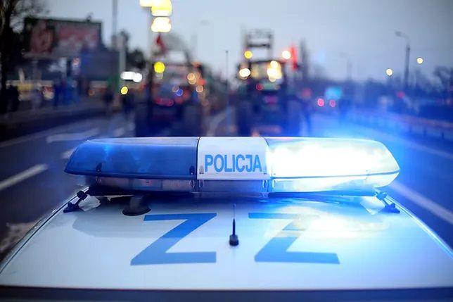 Warszawa. Wypadek na trasie S2. Jedno auto wpadło w poślizg, drugie wjechało do rowu