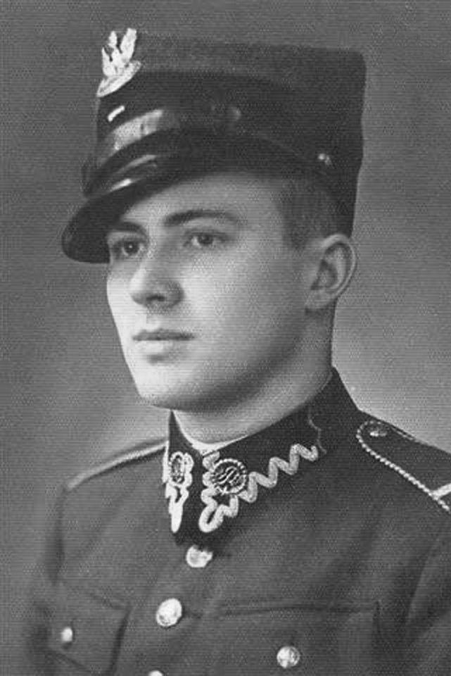 Jan Nowak Jeziorański w mundurze Wojska Polskiego. W 1939 roku ruszył na wojnę z Niemcami, trafił do niewoli, z której zbiegł, by zostać żołnierzem podziemnych struktur AK