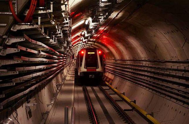 Warszawa. Metro kursuje na skróconej trasie