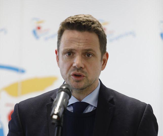 Warszawa. Rafał Trzaskowski podczas poniedziałkowej konferencji prasowej