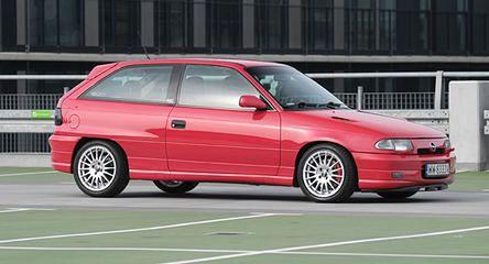 Opel Astra GSi 2.0 16V: ściganie za małe pieniądze
