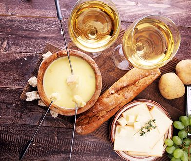 Serowe fondue podbije serce każdego, kto go spróbuje