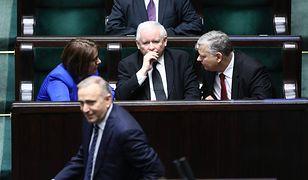 """Zjednoczona Prawica i Koalicja Europejską """"idą łeb w łeb"""""""