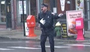 Ten policjant przejdzie do historii! (WIDEO)