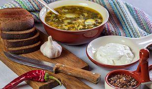 Zupa szczawiowa z rukolą i kulkami ryżowo-jajecznymi