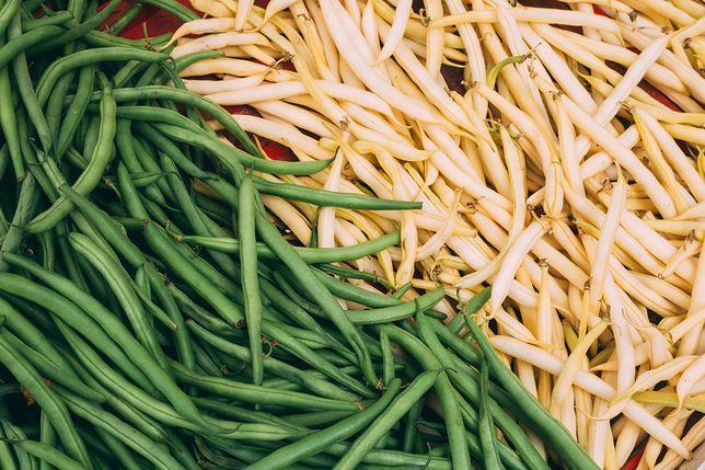 Fasolka szparagowa występuje w dwóch odmianach – żółtej i zielonej, ale sposób ich przygotowania jest zawsze taki sam. Przepisy z fasolką szparagową