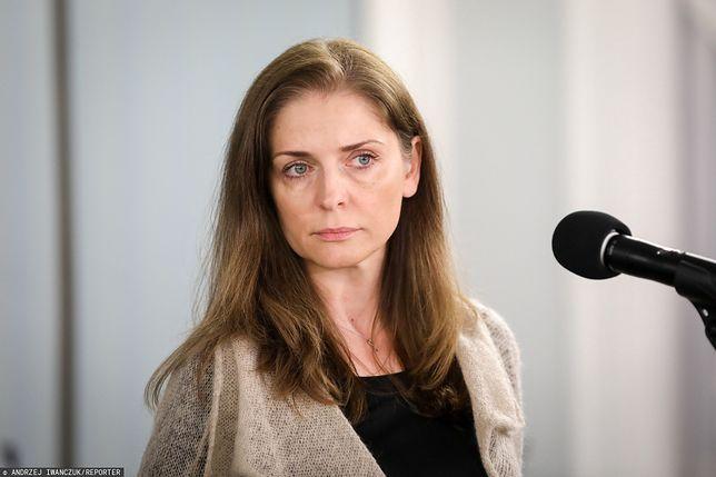 """Joanna Mucha krytykuje Andrzeja Dudę. """"W ostrym cieniu mgły albo w Bieszczadach"""""""