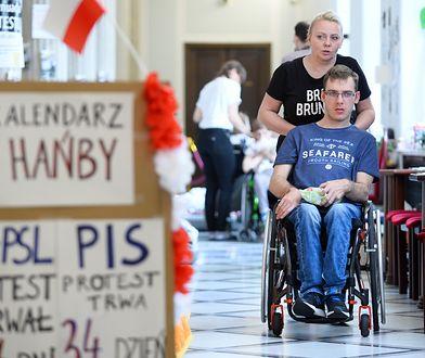 Rodzice dorosłych niepełnosprawnych będą protestować przed kancelarią Mateusza Morawieckiego