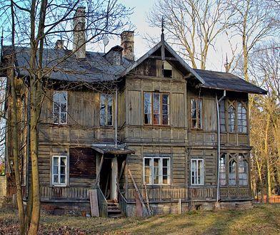 Białołęcki Świdermajer, czyli drewniana willa przy Fletniowej 2 odzyskuje blask dzięki dotacjom SKZ.