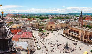 Rynek Główny w Krakowie jest miejscem spotkań mieszkańców i zagranicznych turystów