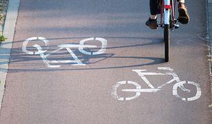 Nastolatki powiesiły żyłkę nad ścieżką rowerową w Stargardzie. Jest akt oskarżenia