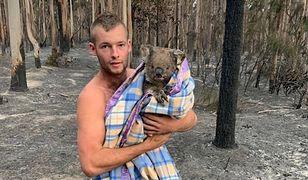 Australia. 22-latek bohaterem. Ratuje koale z płonącego lasu