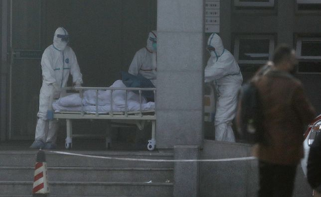 Epidemia w Chinach. Liczba zarażonych wzrosła wg oficjalnych do 300 osób, 6 chorych zmarło