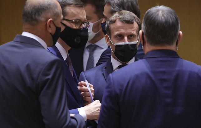 Szczyt UE w Brukseli. Premier Mateusz Morawiecki rozmawia z prezydentem Francji Emmanuelem Macronem i premierem Węgier Viktorem Orbanem w Brukseli.