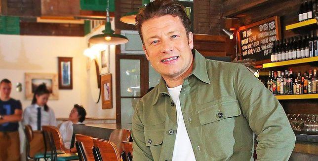 Jamie Oliver zaliczył wpadkę na wizji i uciął koniuszek palca. Na tym się nie skończyło